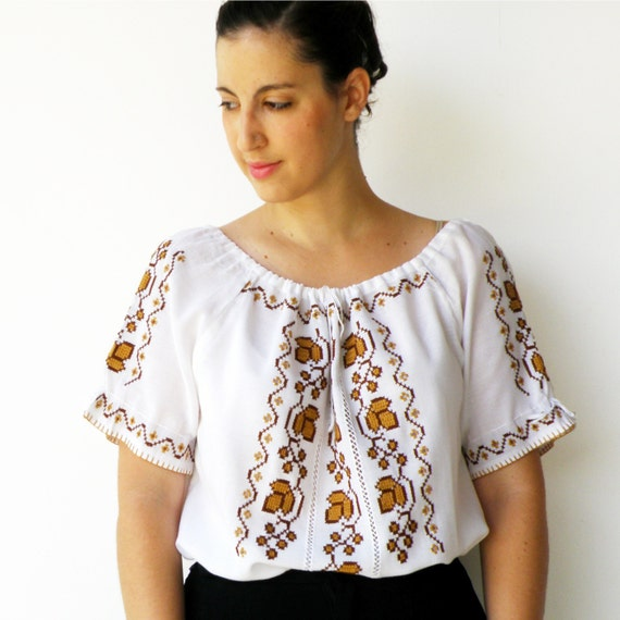 Vintage 1970s Embroidered Peasant Blouse / Size L