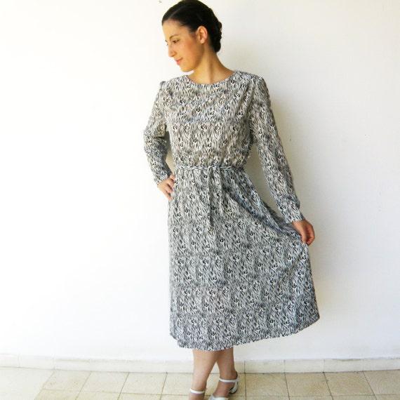 Vintage Black and White Dress / Terry Cloth 1970s Dress / Size M L