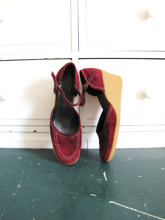 Vintage 1970's Burgundy Suede Wedge Heels / Closed Toe Strappy Sandals / Size 7.5 8