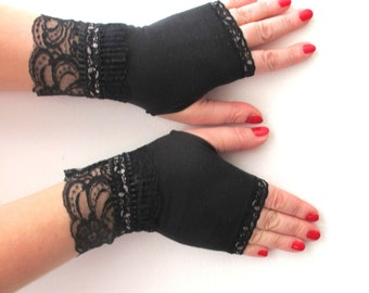 Black fingerless gloves with lace