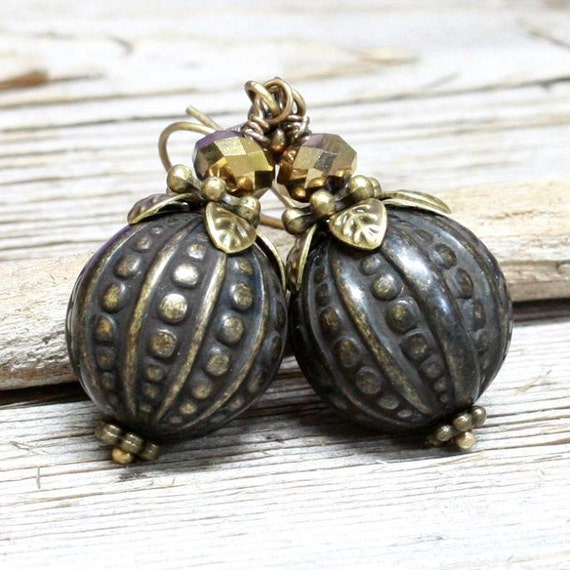 Gray Embosed Lucite Bead Earrings - A.683