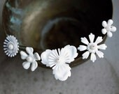 White flower hairpins - vintage inspired white and pearl flower hairpins - bridal wedding bridesmaid - snowflake