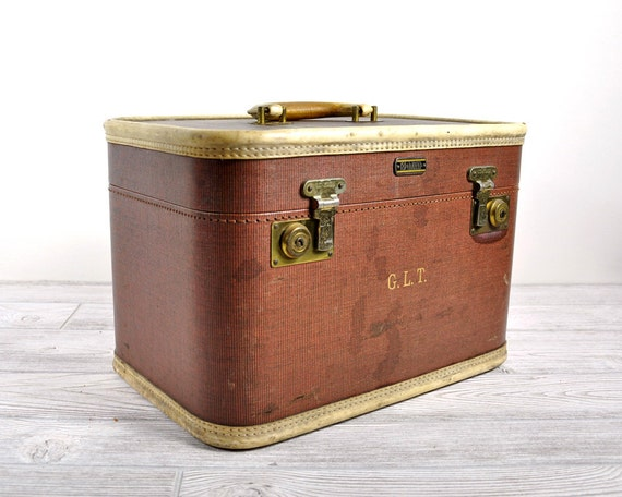 Vintage Cosmetic Train Case / Vintage Luggage / Overnight Case