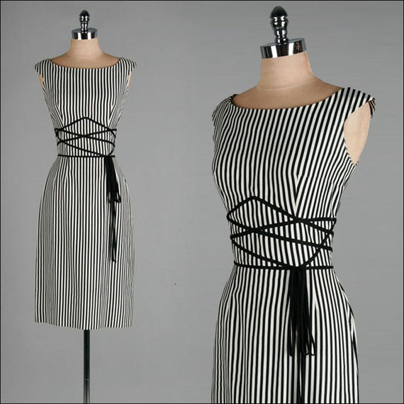 Vintage 1950s Dress . Black . White . Striped . S/M . 1809