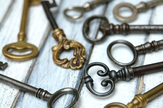 Vintage Keys - Ornamented Old Skeleton Keys, 9 Brass and Iron Vintage Jewelry Supplies
