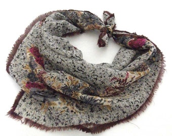 Grey Specks and Pink Roses - Vintage Wooly Scarf