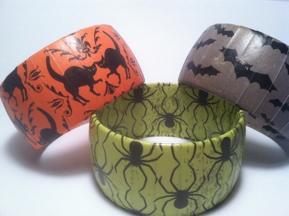 CLEARANCE 50% OFF Halloween Bracelet green with black spiders