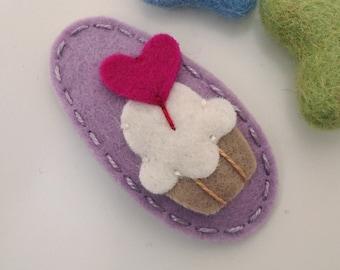 Felt hair clip -No slip -Wool felt -Cupcake with a heart topper -lilac