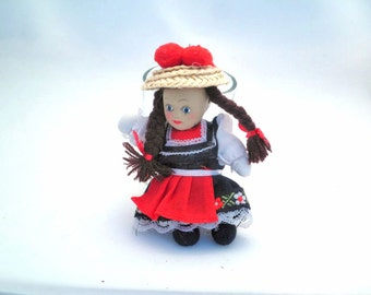 Vintage Traditional Costume Doll - Black Forest - Germany - Europe - keyring