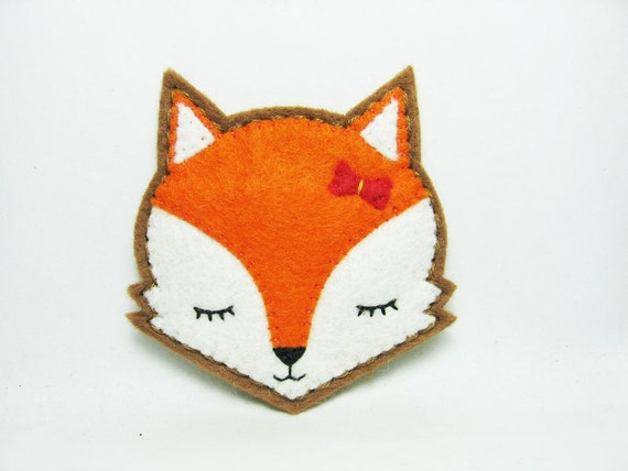 Moody fox felt pin