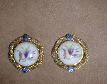 Vintage Painted porcelin Clip Earrings
