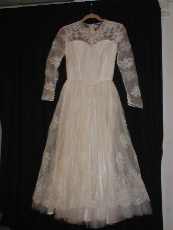 Vintage 1950s SHORT Lace Wedding Dress