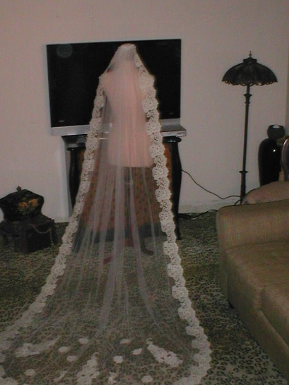 Vintage IVORY long Alencon Lace Mantilla Bridal Veil
