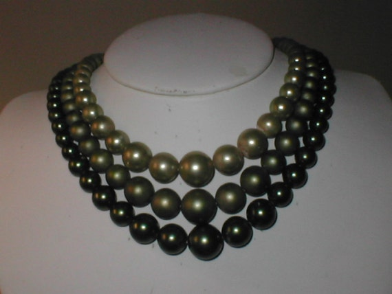 Vintage 1940s Olive-Green faux Pearl Necklace