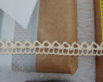 """50 yards 3/8"""" width ( 9 mm ) natural beige cotton Crochet  Scalloped lace trim for your fashion and home designs"""