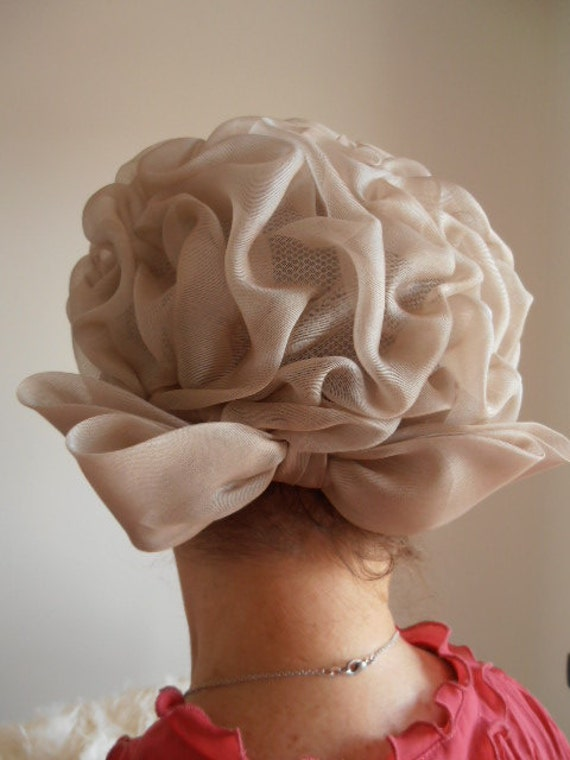reserved BEIGE vintage women's hat, Italy 1950s
