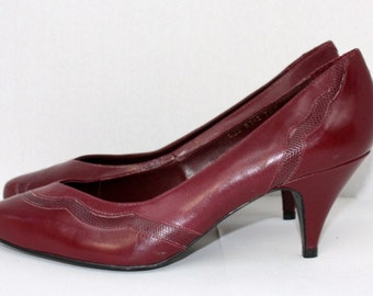 1980's Burgundy Pumps Leather Reptile lizard snake Trim Plum Vintage Retro 80's Size 7.5 Euro 38 Wine Brazil Hipster Office Teacher