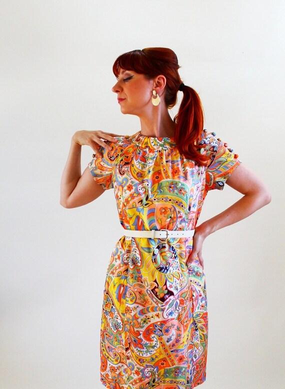 Sale - 1960s Melon Orange Yellow Green Paisley Print Mod Shift Dress. Mad Men Fashion. Weddings. Office. Fall Fashion. Spring Fashion. Large
