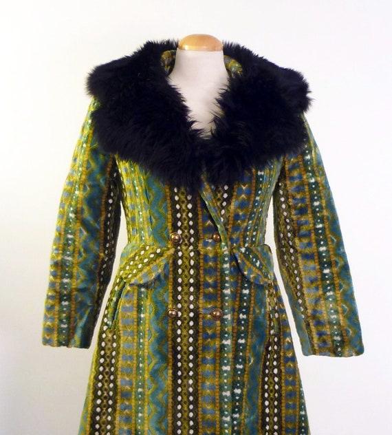 winter coat - 70s - faux fur high collared - vintage winter coat