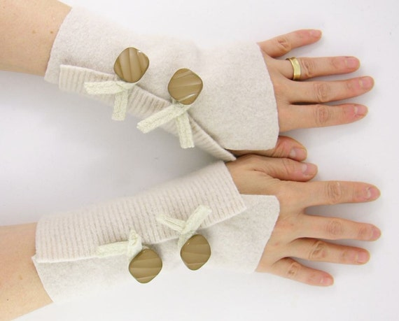 recycled wool arm warmers fingerless gloves fingerless mittens  wrists warmers arm cuffs  cream women  winter fashion white eco friendly