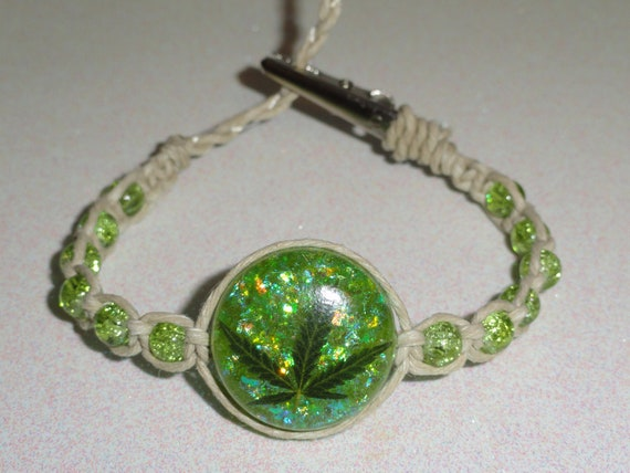 REAL MARIJUANA LEAF Green Glitter Resin Beaded Hemp Bracelet - Roach Clip Clasp