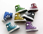 10 Tiny Mixed Sneaker Beads