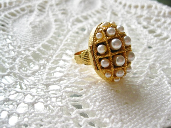 Vintage 1960s 70s Ring . Golden Pearl Perfume Avon Locket Poison Cocktail Ring . Secret Compartment