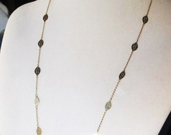 Gold Cougar Town Long Necklace with shiny leaf discs, Courtney Cox, Jules Cobb long gold necklace