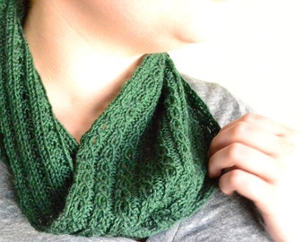Tiny Cables Cowl Knitting Pattern by Katie Canavan