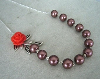 Red rose pearl necklace in brown