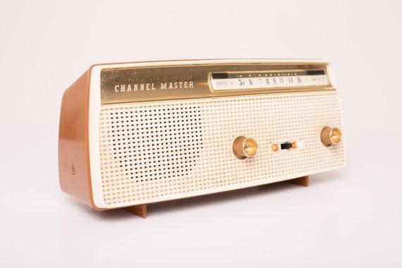 Vintage 1960s Channel Master 6 Transistor Radio (Model 6510), Art Deco