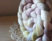 """Hand Dyed Roving / White Moss Mist Grey Pale Mauve / """"Ghost"""" / Corriedale Wool Spinning Fiber 5.3 oz / NEW"""