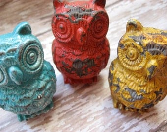 2 Vintage Style Turquoise Distressed Owl Knobs Pulls for your Dressers Drawers or Cabinets B-8