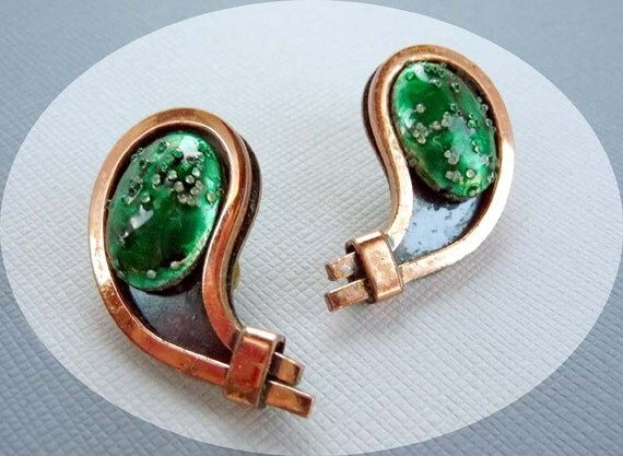 Mid Century Modern Vintage Matisse Renoir Copper Earrings w Green Glitter Cabs