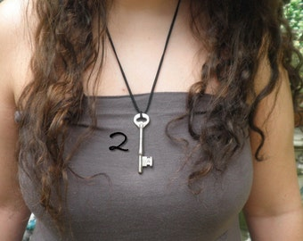 Vintage Skeleton Key Necklace,Steampunk Necklace,Edwardian Fantasy,Gothic Jewellry,Steam Punk Goth,Antique Key,Unisex Treasure Key Necklace