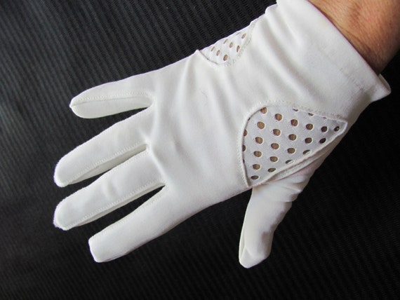 Vintage White Nylon Ladies Wrist Gloves