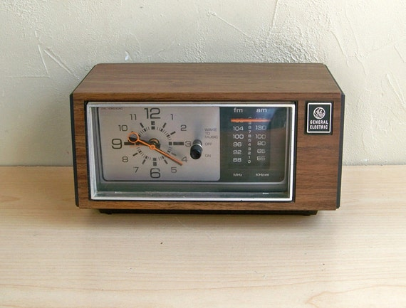 1970's GE Analog AM/FM Clock Radio - Model 7-4550A with Faux Walnut