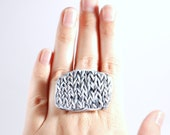 Statement ring adjustable - knitted black and white