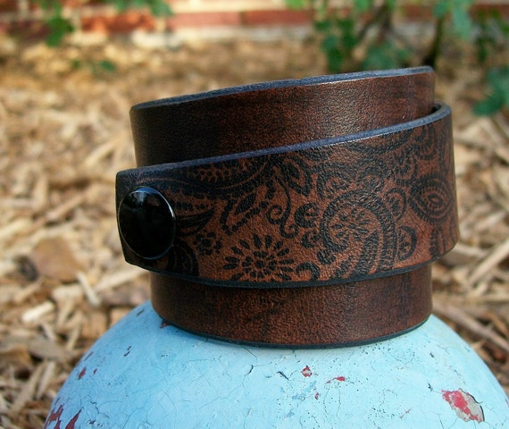 Paisley leather cuff in dark brown