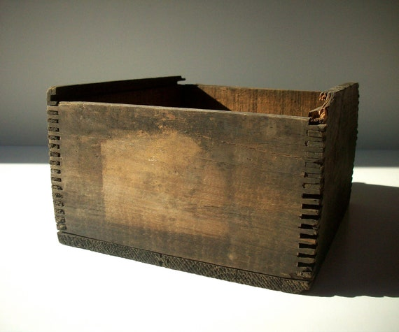 Vintage Wood Box / Weathered Rustic Worn Broken