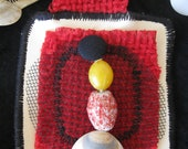 art jewelry - CHOKER NECKLACE. Textile / fabrics leftovers in Red, Cream, Black plus Sea Shells & Beads decorations. Nautical