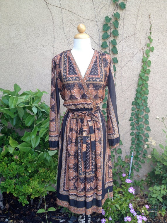 A vintage 1960s 1970s retro boho long sleeves black and brown dress size M L