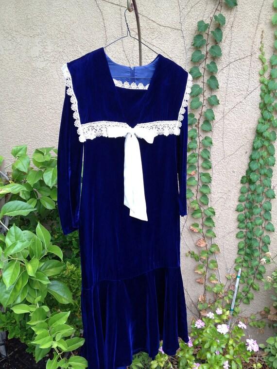 A vintage 1960s 1970s GunneSax prairie royal blue and cream lace square collar drop waist dress size XS