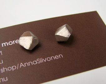 Facet earrings white bronze