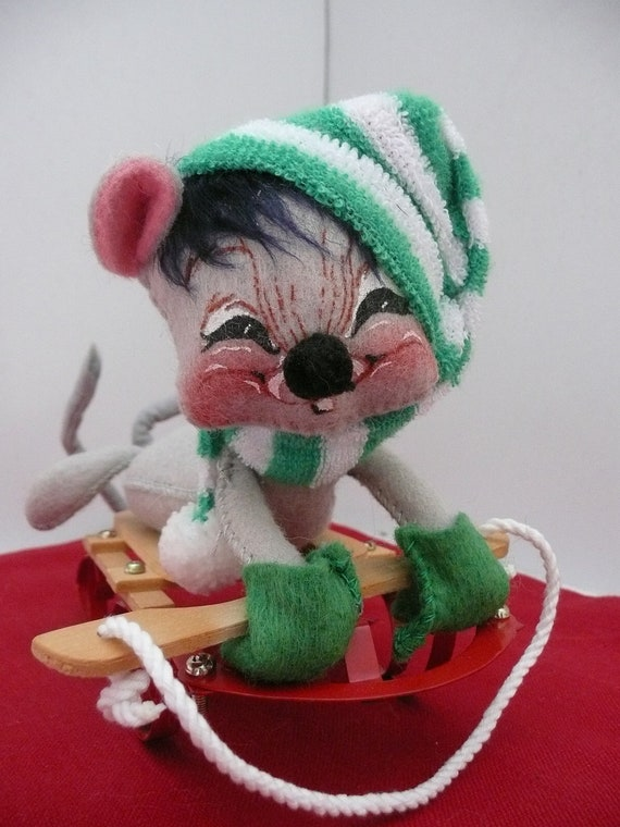 Annalee Mobilitee Soft Sculpture Christmas Mouse Doll on Sled