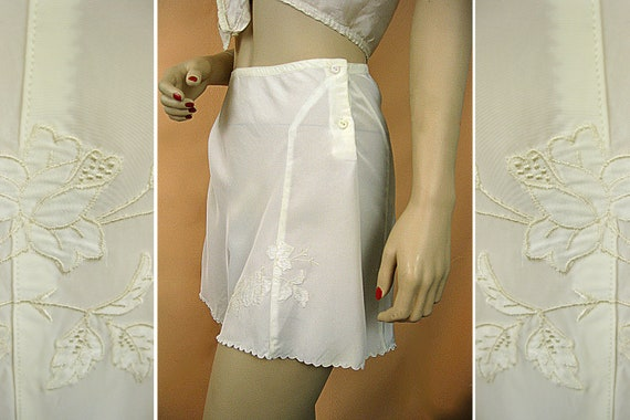 """Swanky 1940s Tap Pants Pin Up Panties - White on White Applique - Rayon - Miss Swank Label - 27"""" High Waist"""