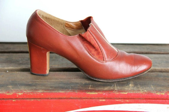 1960's. leather. oxford. secretary inspired. vintage heels. Sz 7.