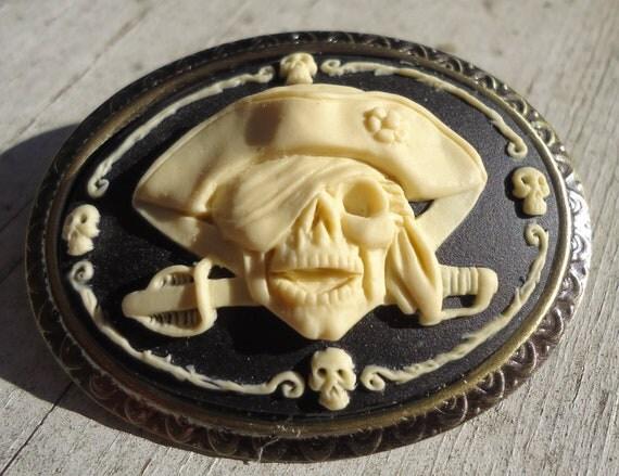 Pirate Brooch Cameo -- Pendant Black Cream Off White Antique Gold