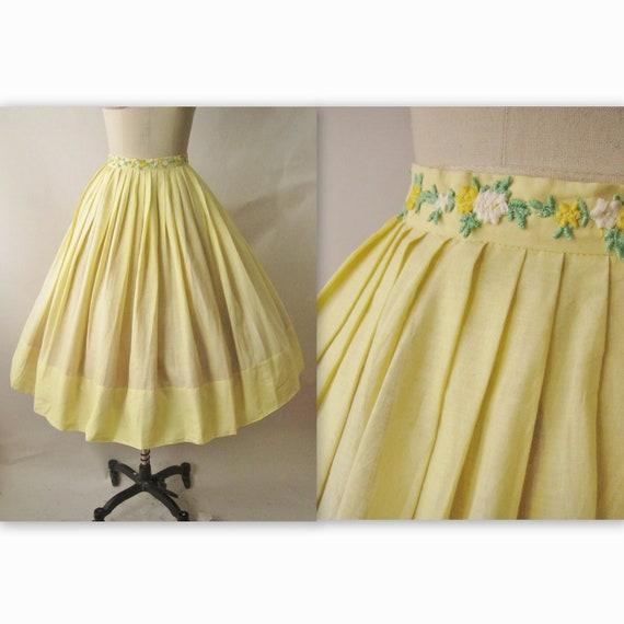 50's Full Skirt // Vintage 1950's Yellow Floral Applique Cotton Full Pleated Summer Skirt S M
