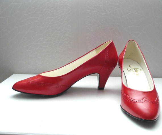 Vintage red leather brogue wing tip pumps size 39 / 8.5